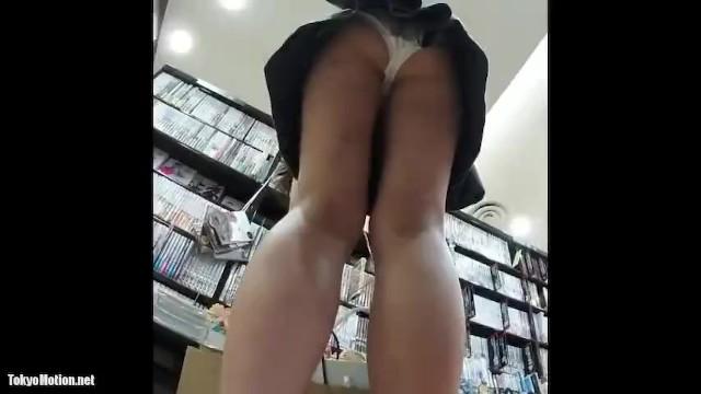 【パンチラ盗撮】本屋やショッピングモール内の色んな店でJKのスカートを逆さ撮り!