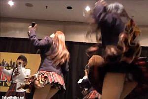 『初代AKB48イベントだな♡ニーハイ&ミニスカート!絶対領域フェチには最高映像』