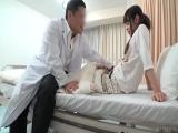 入院中の病弱な少女の病室を夜な夜な訪問する変態医師 深夜の隠し撮り卑劣映像
