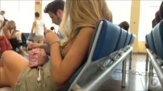 【胸チラ盗撮】空港の待合室で横から乳首まる見えな白人のお姉さん