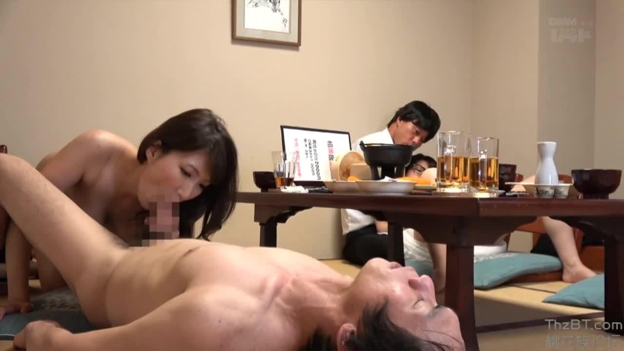 【隠し撮り】堅物とイケイケ2人組?!店内SEX隠し撮り