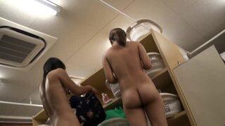 【脱衣所盗撮】温泉の脱衣所で若くて可愛い娘だけを集中して隠し撮り!