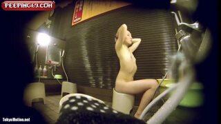 【女湯盗撮】貧乳だけど綺麗なお姉さんの丁寧な洗身の様子を固定カメラで撮影!
