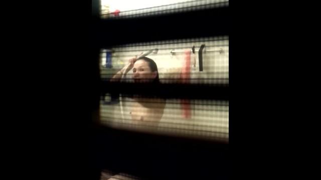 【入浴盗撮】近所のお姉さんの入浴を隠しどりしているつもりが見つかっちゃいましたw