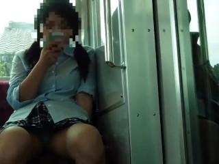 【パンチラ盗撮】電車で対面の優先席に座っているJKのパンティが見えていたので思わず盗撮w