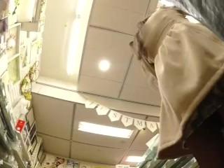 【パンチラ盗撮】ドン・キホーテで見かけた私服JC&JKを逆さ撮り!