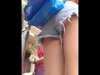 【パンツ盗撮】某テーマパークでホットパンツ姿の女の子を追跡