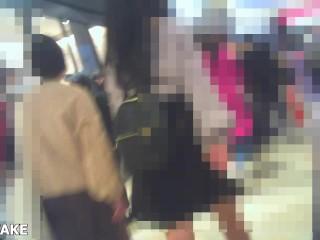 【パンチラ盗撮】エスカで私服JKのパンティを逆さ撮り!